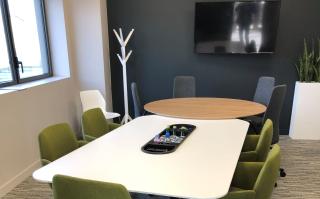 Nouveau concept de salle de réunion by HAWORTH